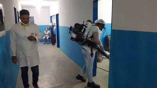 Prefeitura de Pitimbu realiza higienização de ambientes públicos e unidades de saúde
