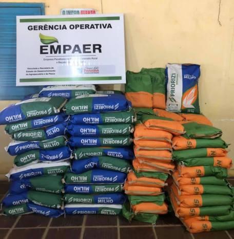 Em parceria com a Prefeitura de Pitimbu, Empaer distribui sementes de milho e feijão para agricultores de 16 associações